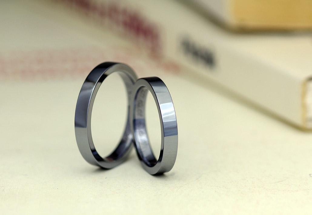 アレルギーフリーで金属アレルギー対応の平打デザインの結婚指輪(マリッジリング)