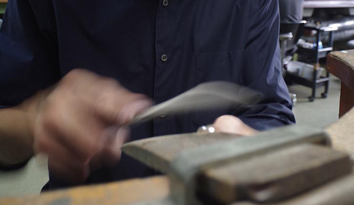 職人の指輪作り