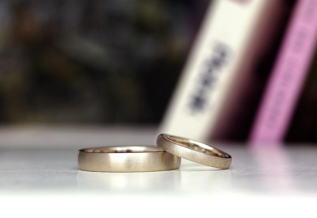 太めと細めのペア結婚指輪
