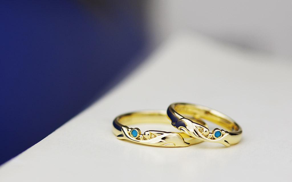 イルカのデザインの結婚指輪