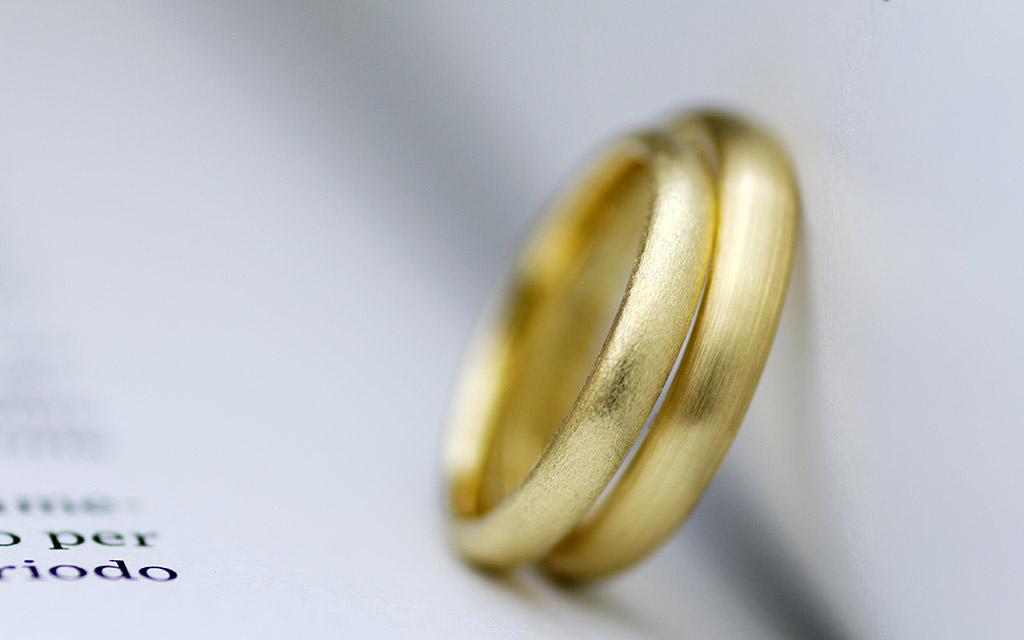 甲丸ストレートなのにオシャレな結婚指輪