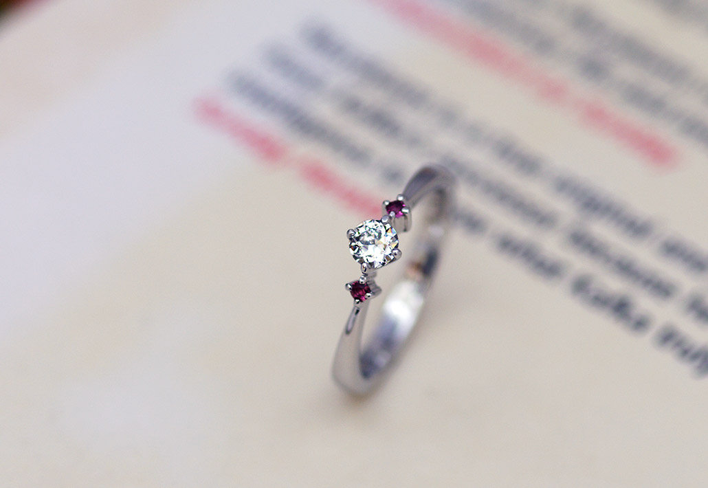 oeダイヤモンドがセットされた婚約指輪(エンゲージリング)