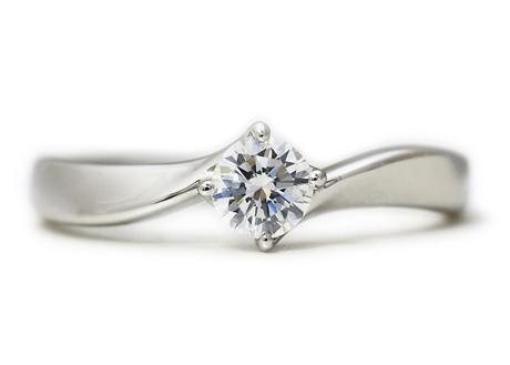 完成した世界に一つのオーダーメイドで作った婚約指輪