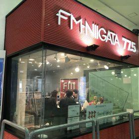 万代にあるFM新潟のサテライトスタジオ