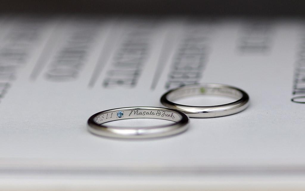 新潟のオーダーメイドジュエリー工房アトリエクラムで作られたプラチナの鍛造結婚指輪の刻印