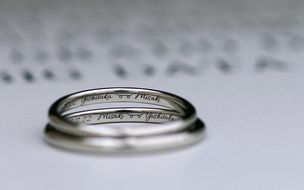 新潟で10万円以下で買えるプラチナ製の鍛造結婚指輪に手書きの文字