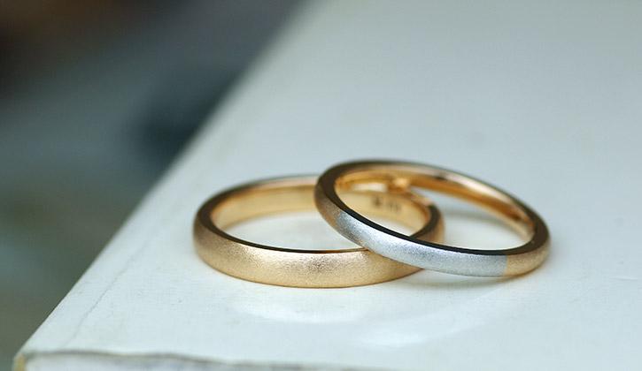 かっこいいオーダーメイドのコンビデザインの結婚指輪(マリッジリング)