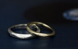 カスタムオーダー(セミオーダー)で作る個性的なテクスチャがめちゃくちゃオサレな結婚指輪