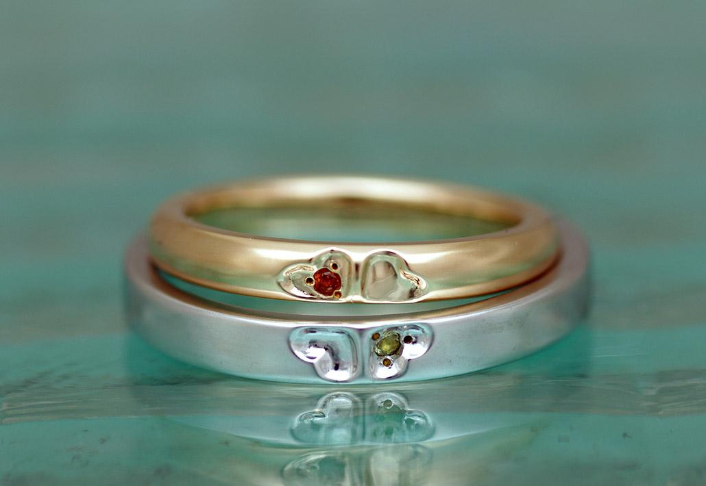 甲丸のピンクゴールドと平打ちのプラチナで作ったクローバーが入ったかわいい結婚指輪