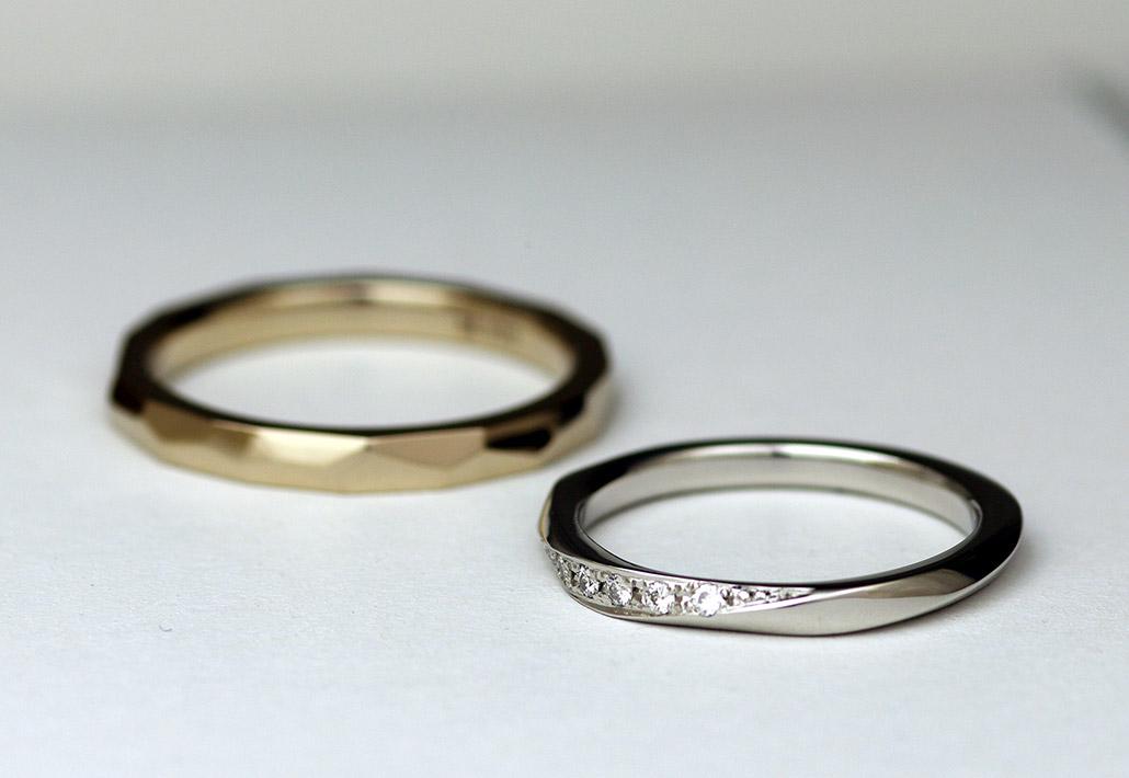 質の良いプラチナ950のダイヤモンドが留まった結婚指輪と人気の18金ブラウンゴールドの槌目模様の入った結婚指輪