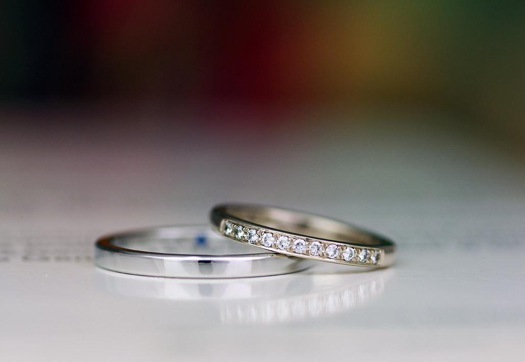 細身のシンプル平打ちダイヤモンド入りマリッジリング