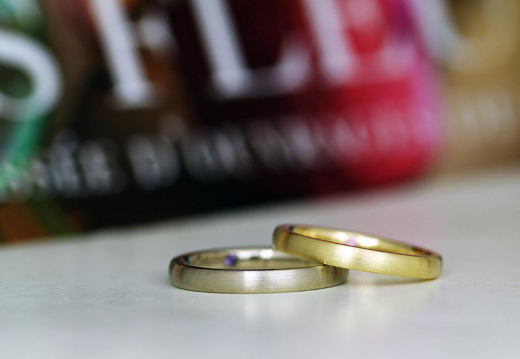 人気のゴールド製でシンプルな甲丸ストレートの結婚指輪(マリッジリング)