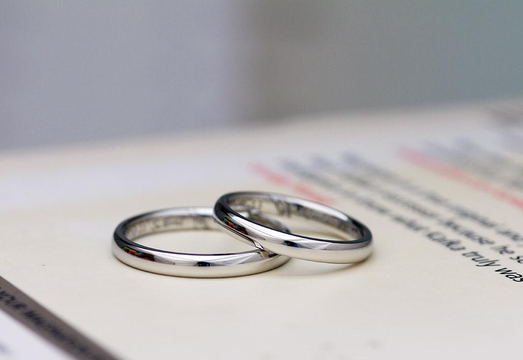シンプルスタンダードなプラチナ製の甲丸マリッジリング(結婚指輪)