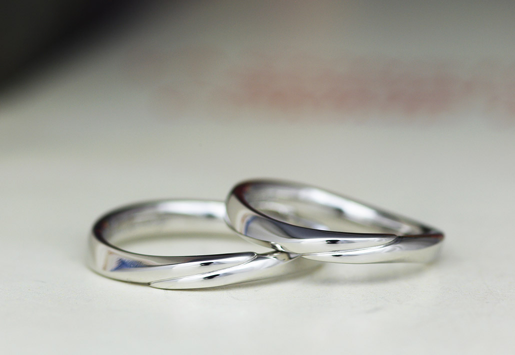 プラチナのひねりデザインのセカンドマリッジリング(2本目の結婚指輪)