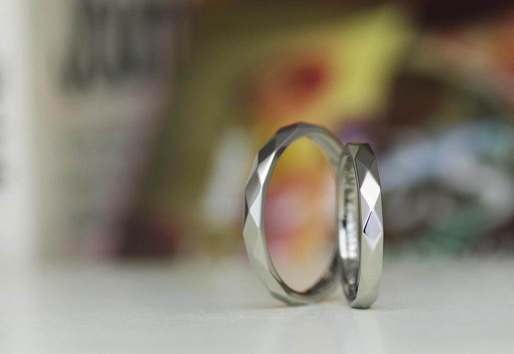 アレルギーフリー(金属アレルギー対応)素材のチタンで作ったカットデザイン(カットリング)の結婚指輪(マリッジリング)