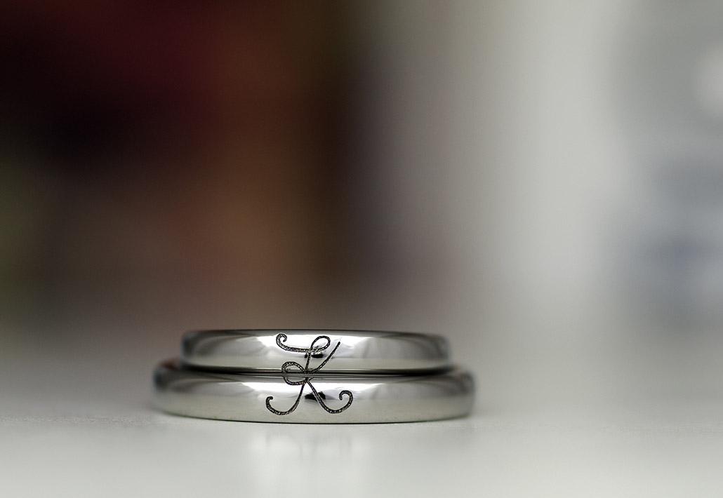 金属アレルギー対応素材のチタンで作った甲丸形状の結婚指輪(マリッジリング)