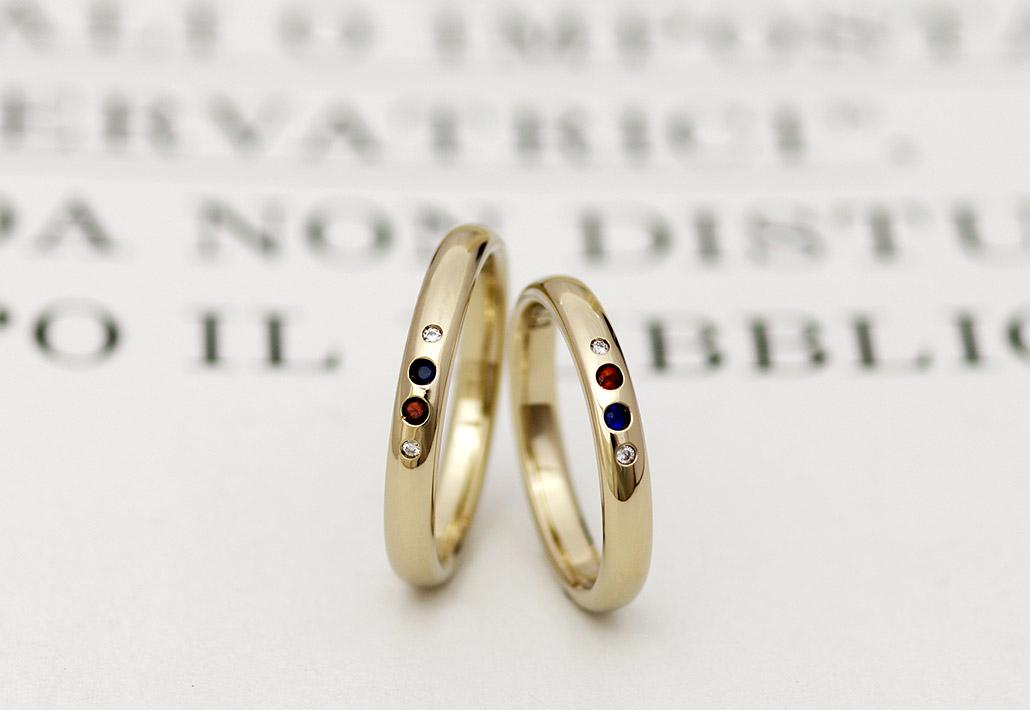 ダイヤモンドとバースデーストーンがセットされた個性的なブラウンゴールドの甲丸リングの結婚指輪(マリッジリング)