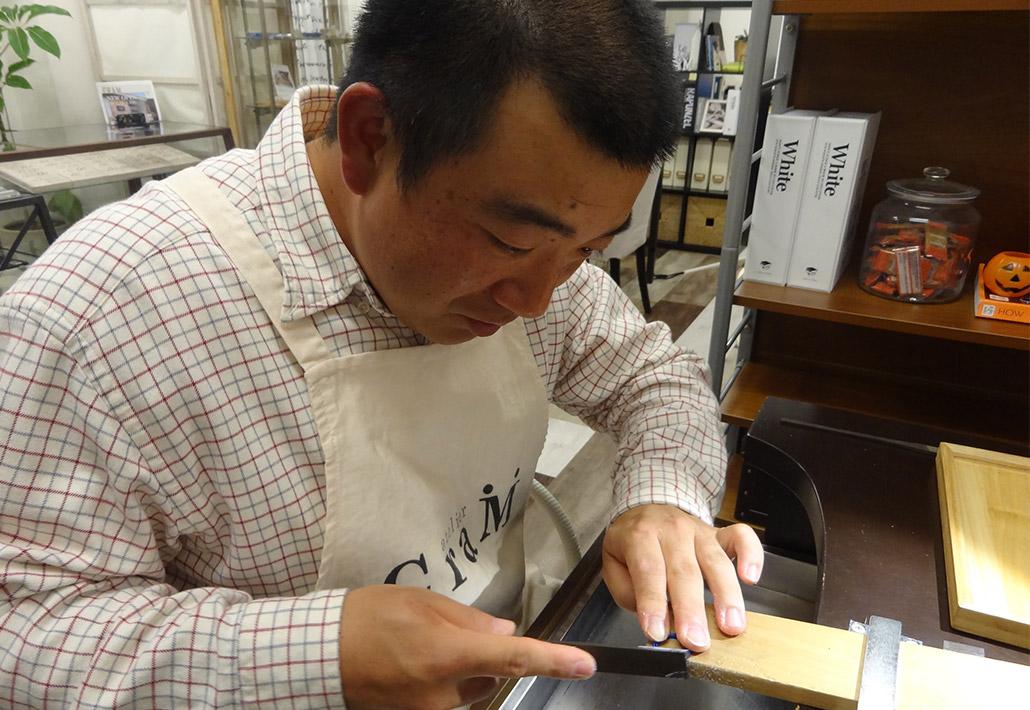 サプライズプロポーズの為にひとりでで婚約指輪を作る長岡市在住の男性