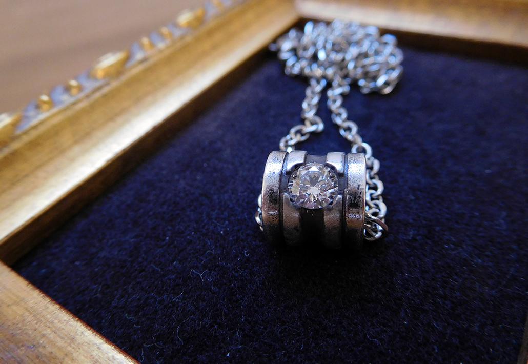 婚約指輪に使う持ち込みダイヤモンドが入ったペンダント