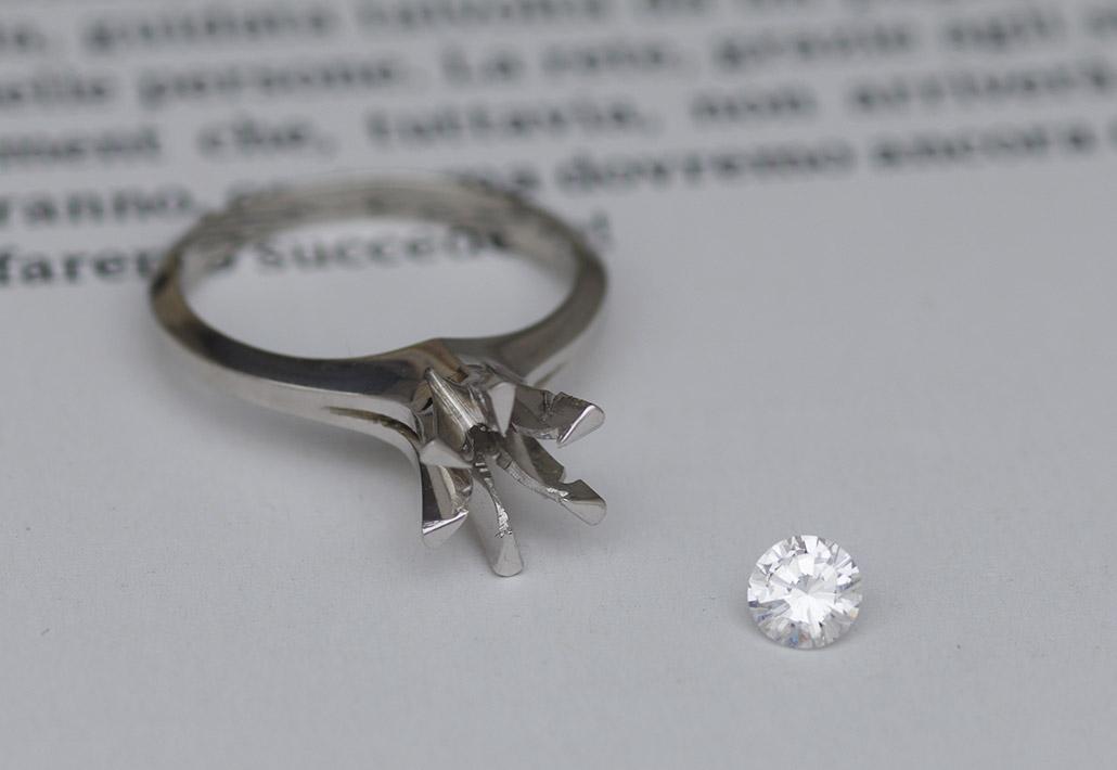 リメイクジュエリーを作るための母親からもらった婚約指輪(エンゲージリング)