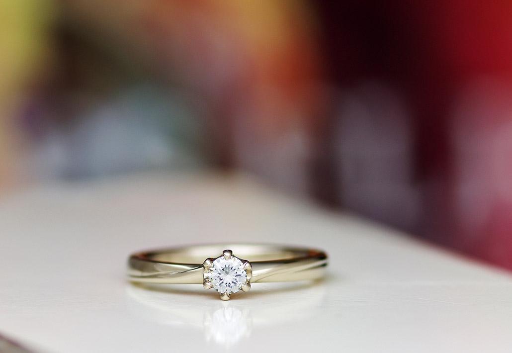 アトリエクラムで大人気の18金ブラウンゴールドで作られた婚約指輪(プロポーズリング)