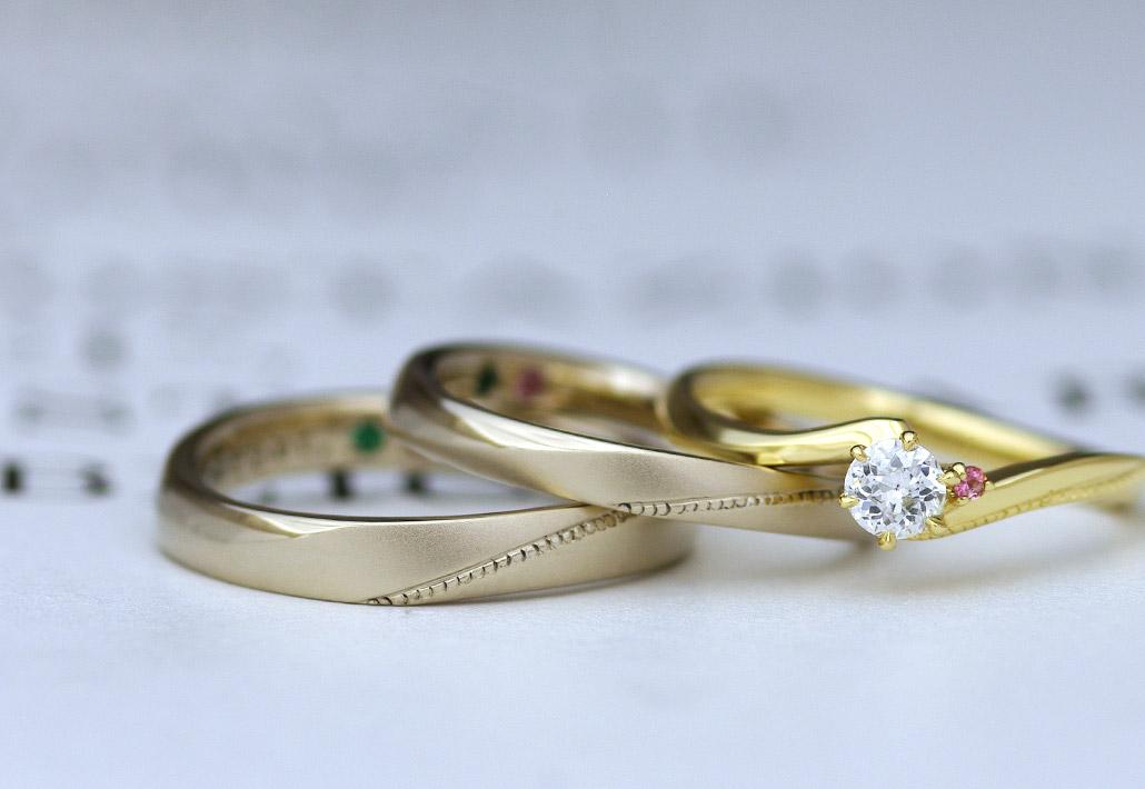 アトリエクラム長岡店で手作りされたゴールドの結婚指輪と婚約指輪