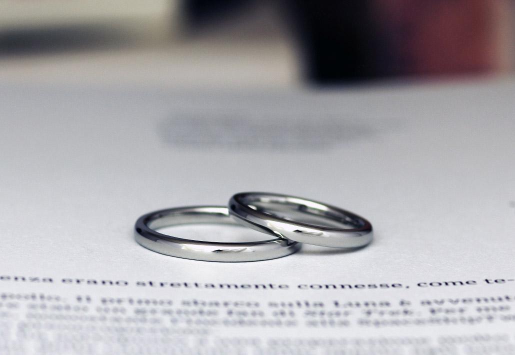 細身で価格安めのプラチナのシンプルデザインな結婚指輪