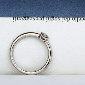 アトリエクラムでフルオーダーメイドされたプラチナ製のシンプルで着け心地の良い婚約指輪(エンゲージリング)
