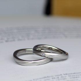高品質で高純度のプラチナ950を使用したミル打ちの入ったつや消し加工のマリッジリング(結婚指輪)