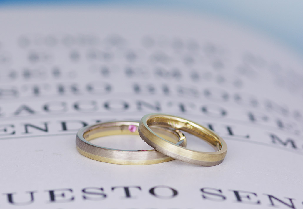 男女に人気のイエローゴールドとアトリエクラムならではのブラウンゴールドを組み合わせたコンビ加工(コンビネーション)デザインの結婚指輪(マリッジリング)