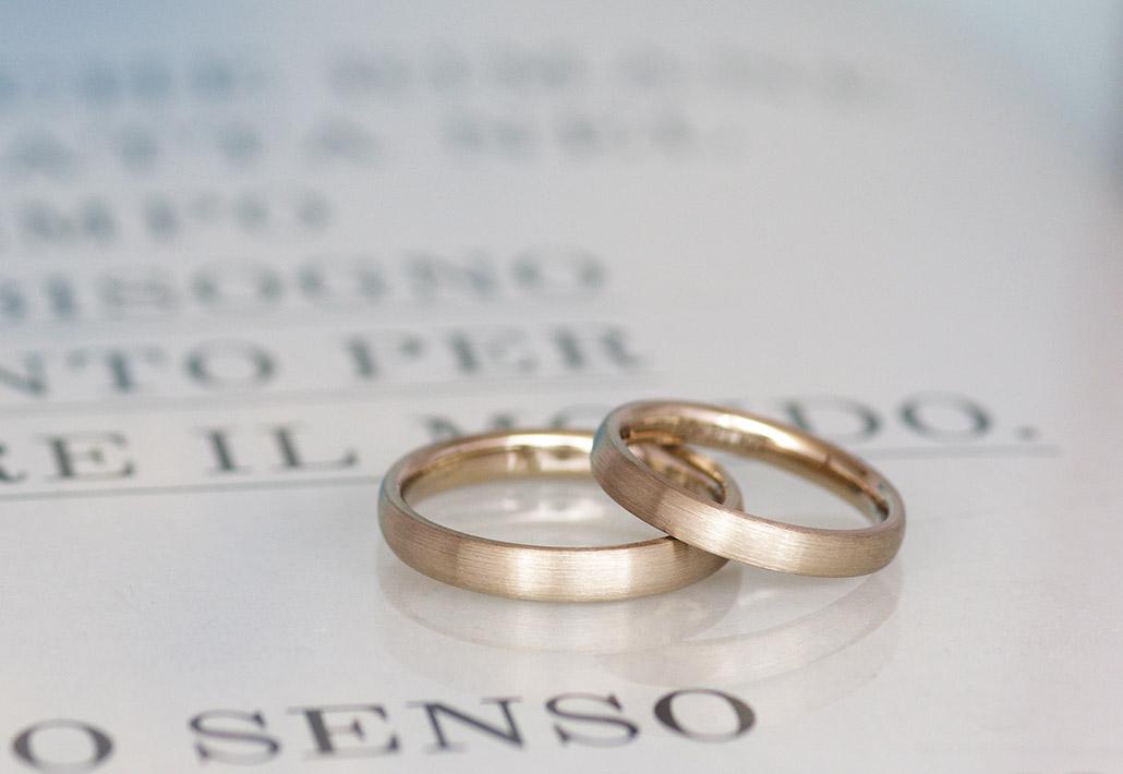 手作りやオーダーメイドの結婚指輪(マリッジリング)で人気のシンプルで着け心地の良い甲丸ストレートのデザイン
