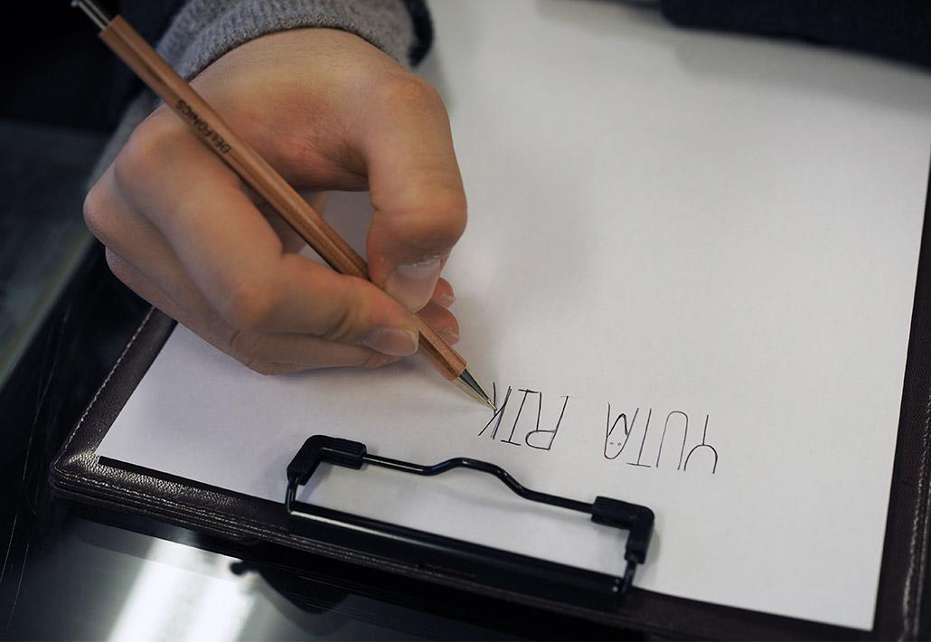 手作りした結婚指輪(マリッジリング)の内側に刻印する手描き(直筆)文字