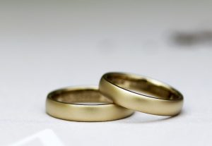 少し太めでつや消しマット加工がおしゃれな結婚指輪