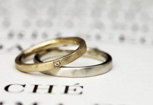 ゴールドとプラチナのつや消しマット加工がオサレ~な結婚指輪