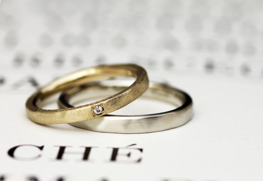 ゴールドとプラチナのつや消しビンテージ加工でアンティークを表現した結婚指輪