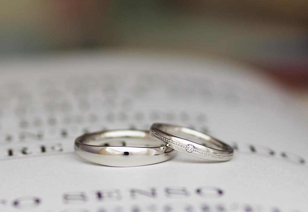 高品質で人気のプラチナ950の材質の甲丸の結婚指輪(マリッジリング)