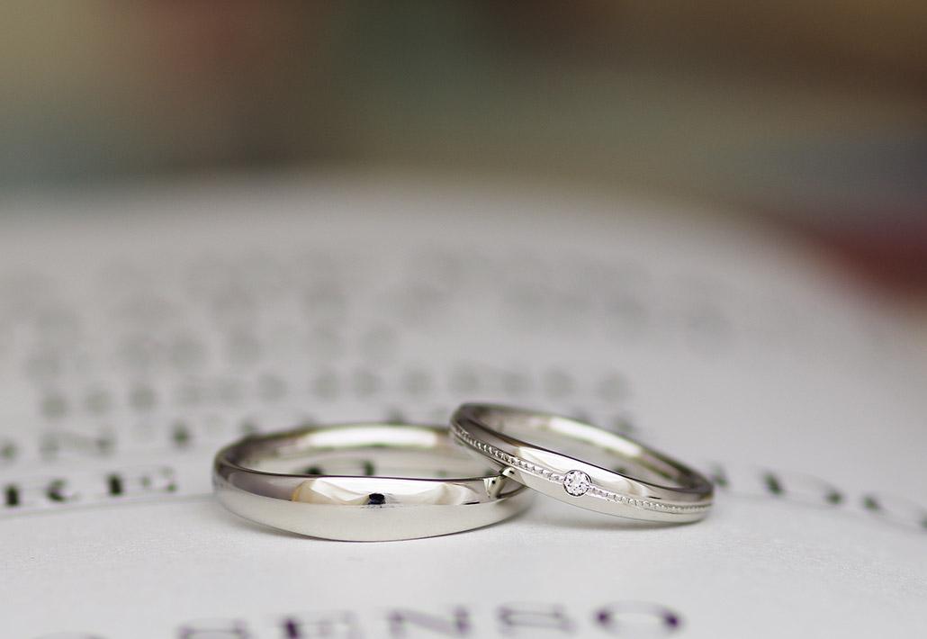 ブライダルリングで人気のプラチナ素材の甲丸結婚指輪(マリッジリング)