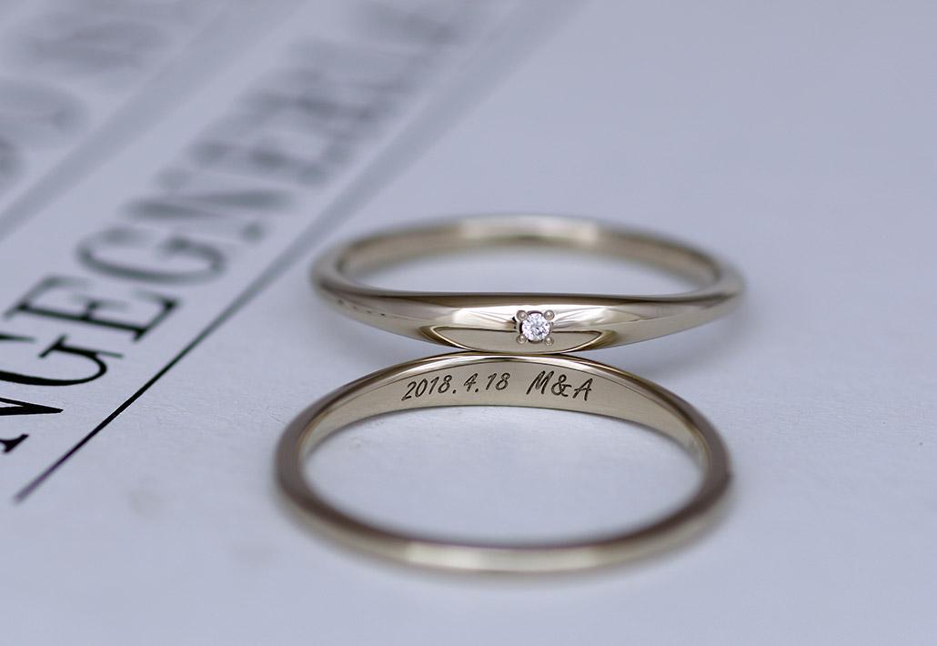 文字が刻印されたセミオーダーブランドデザインの結婚指輪(マリッジリング)
