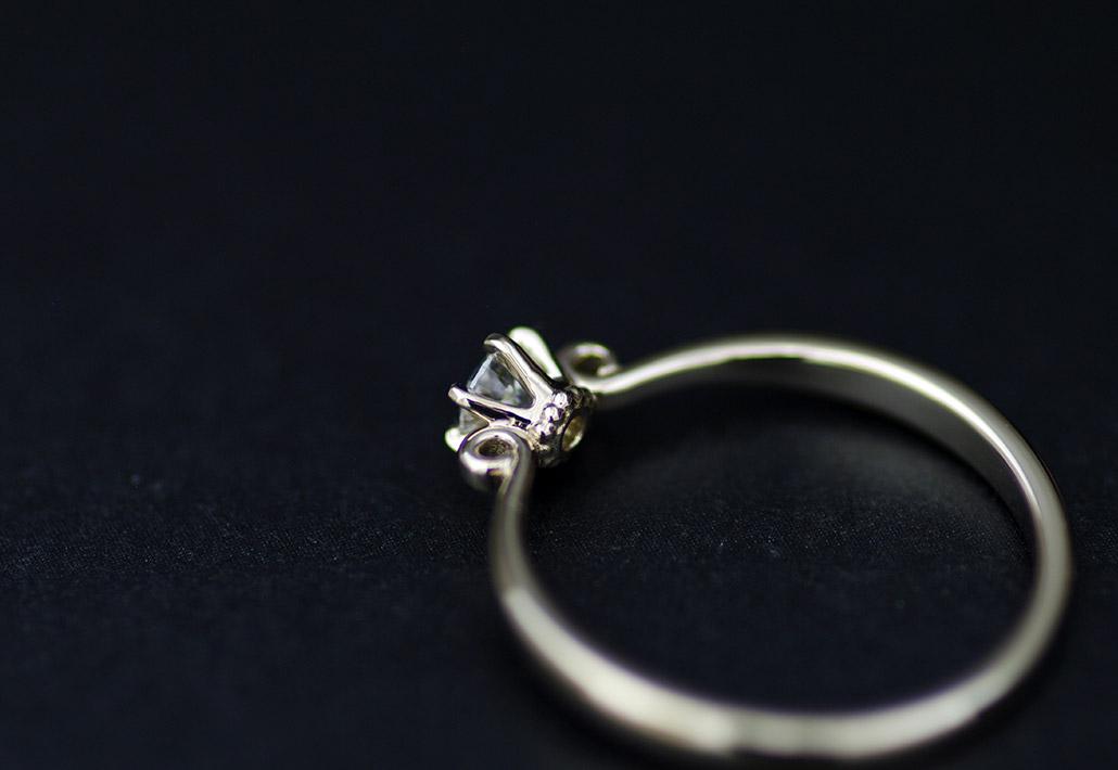 セミオーダーブランドで人気のアンティークな婚約指輪の別角度