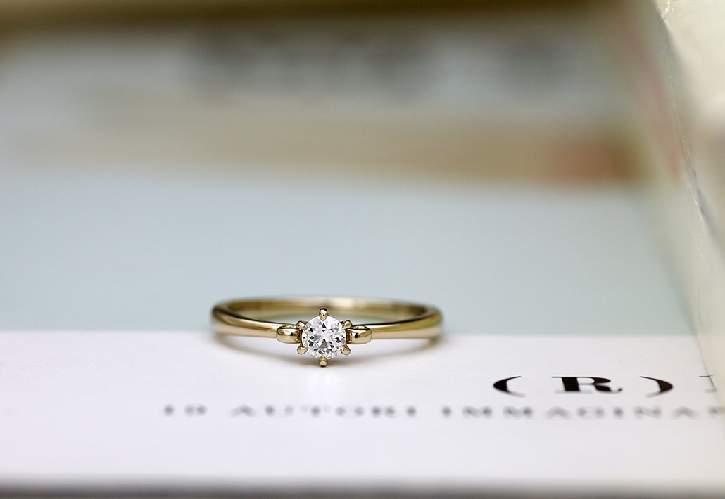 新潟のセミオーダーブランドで人気のアンティークなデザインをカスタマイズしたK18金の婚約指輪