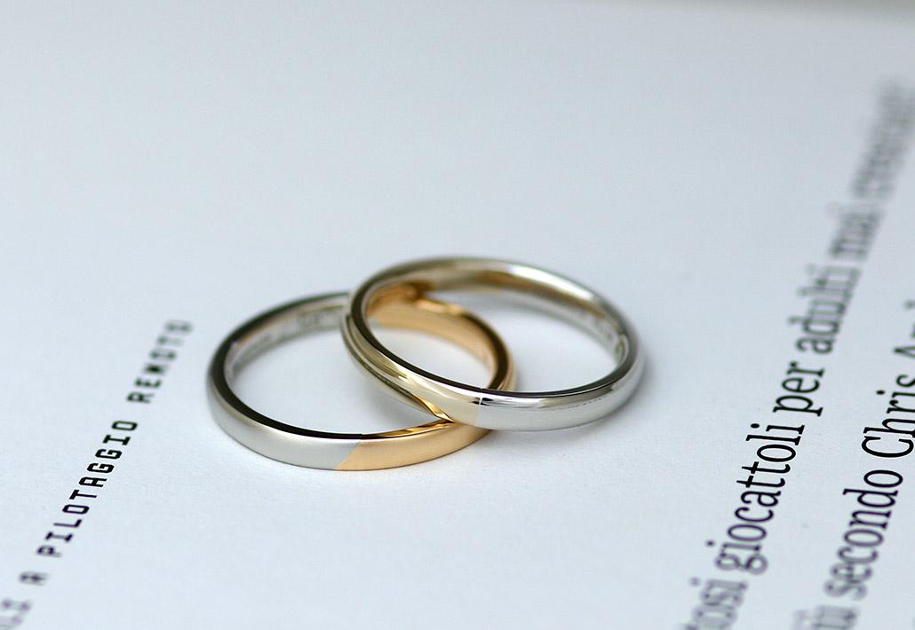 色違いのコンビデザインのおしゃれ結婚指輪