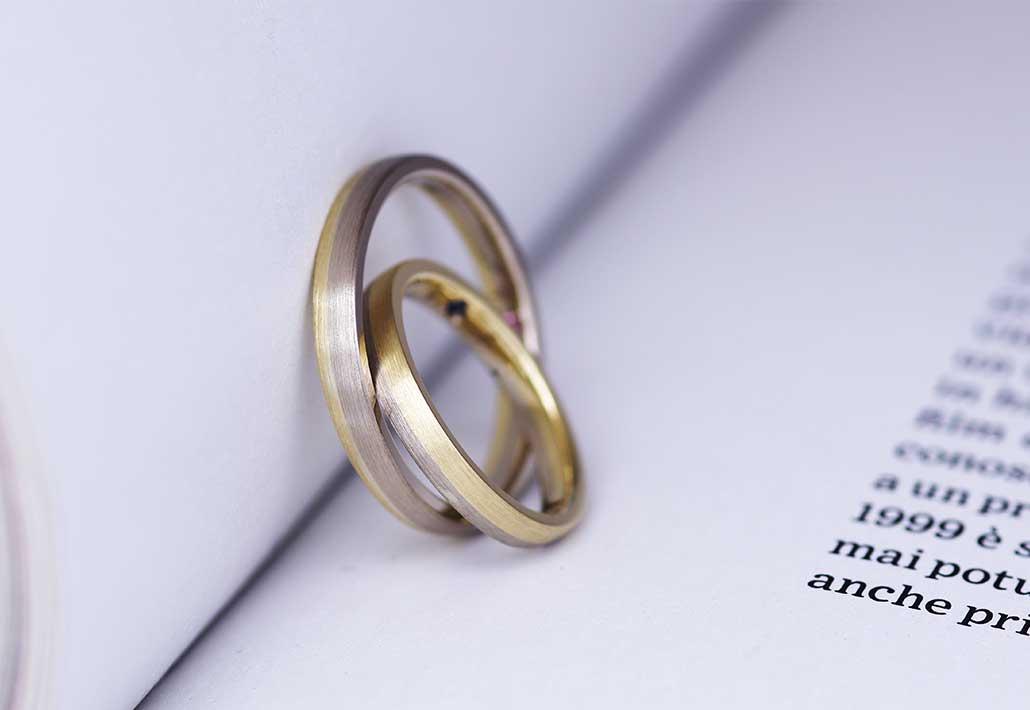 2種類のK18ゴールドを組み合わせたコンビデザインの結婚指輪(マリッジリング)