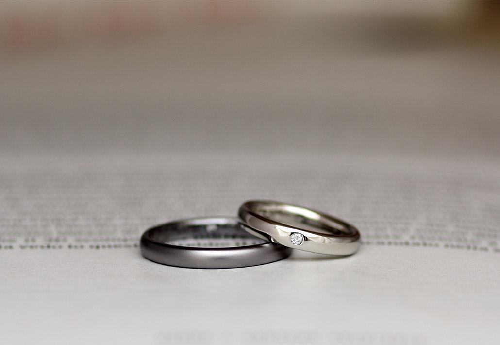 甲丸ストレートのプラチナとタンタルのシンプルな結婚指輪(マリッジリング)