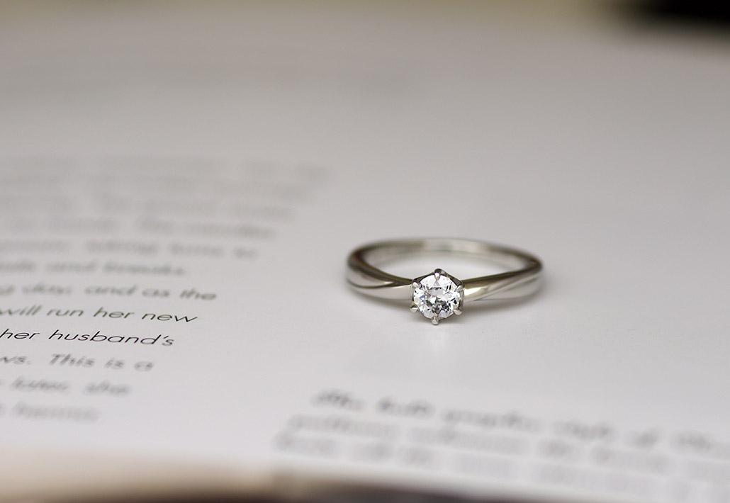 オーダーメイドで作製したシンプルな婚約指輪(エンゲージリング)