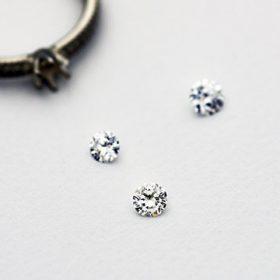 新潟のプロポーズならサイズが分からなくても安心のダイヤの粒だけでプロポーズ