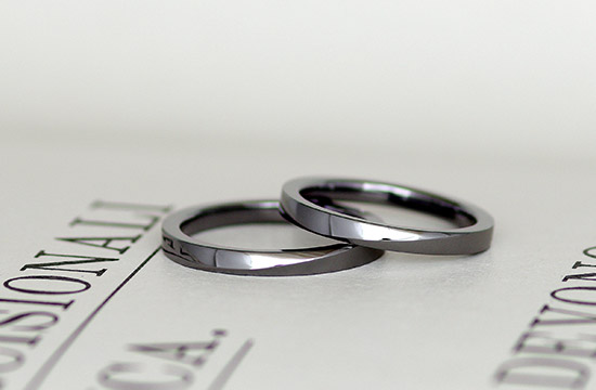 金属アレルギー対応の結婚指輪