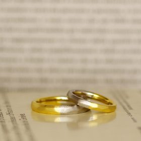 プラチナとイエローゴールドのコンビの結婚指輪