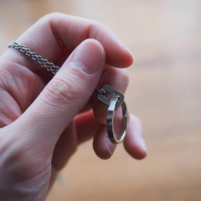 指輪をネックレスにできるリングホルダー