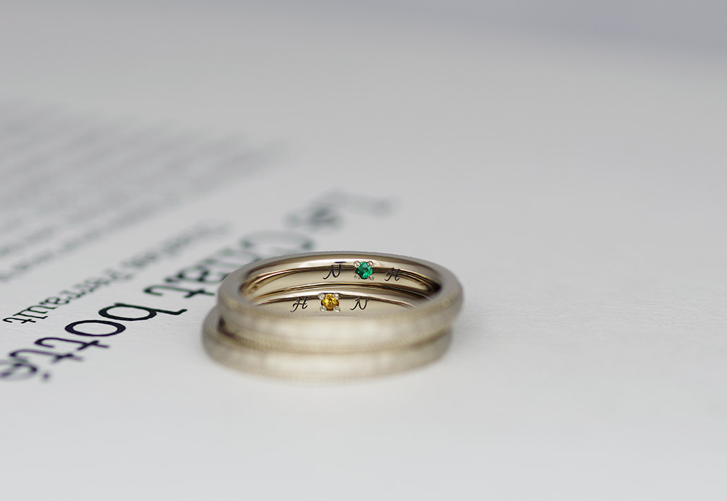 結婚指輪の内側にイニシャルと誕生石