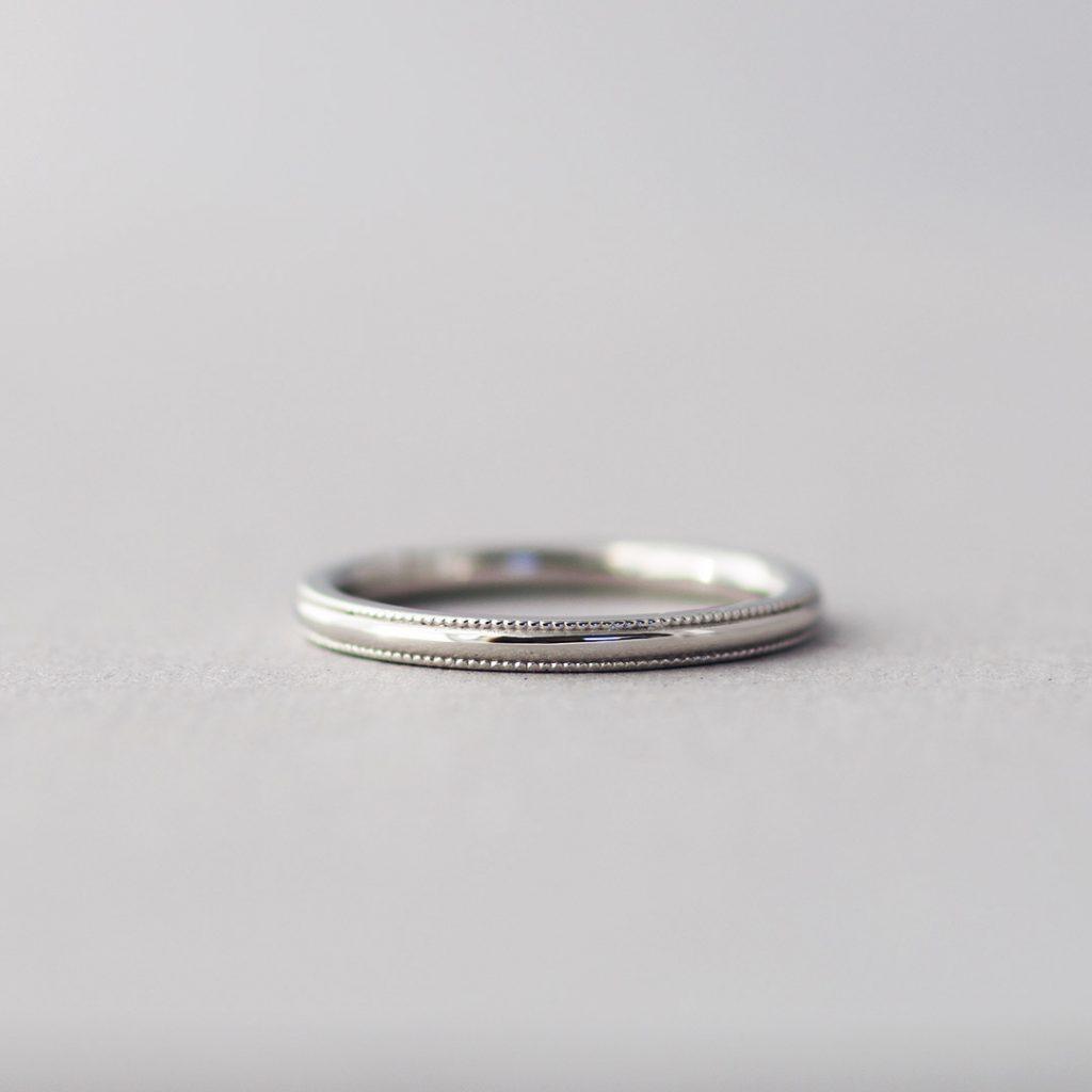 ミルグレインの施されたアンティークなデザインの結婚指輪(マリッジリング)